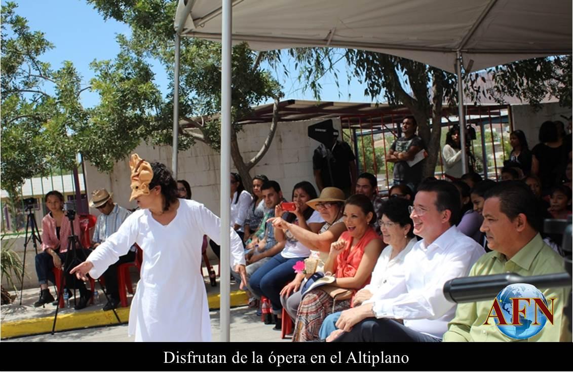Disfrutan de la ópera en el Altiplano