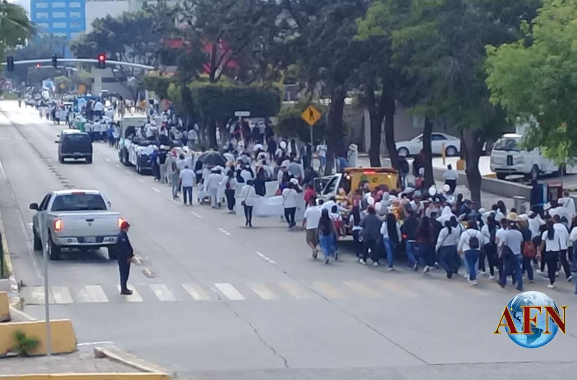 Miles marchan por la vida y la paz en Tijuana