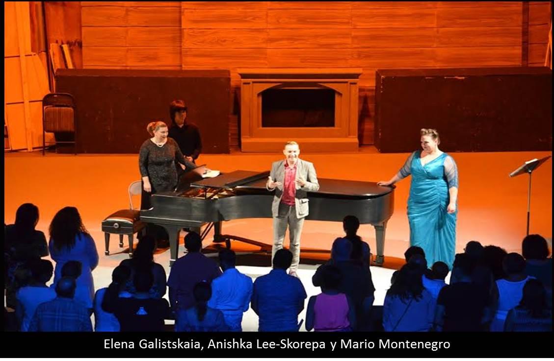 Entre Bambalinas el público vivió el recital Al Filo del  tiempo
