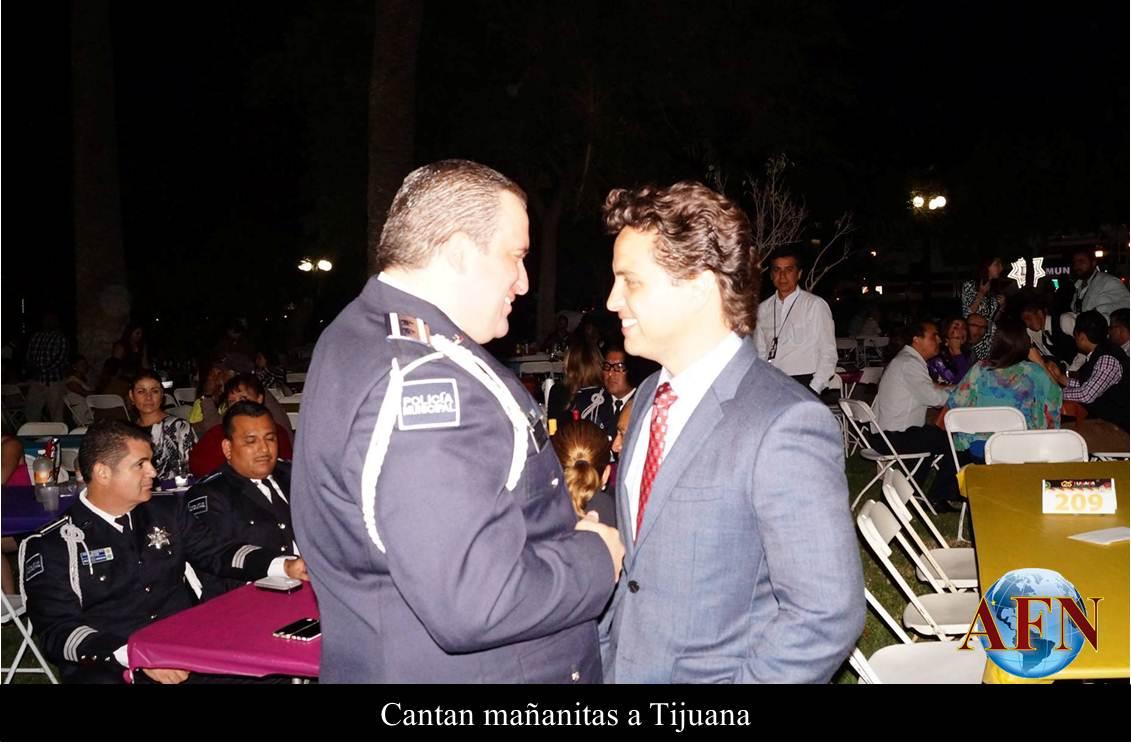 Cantan Mañanitas a Tijuana