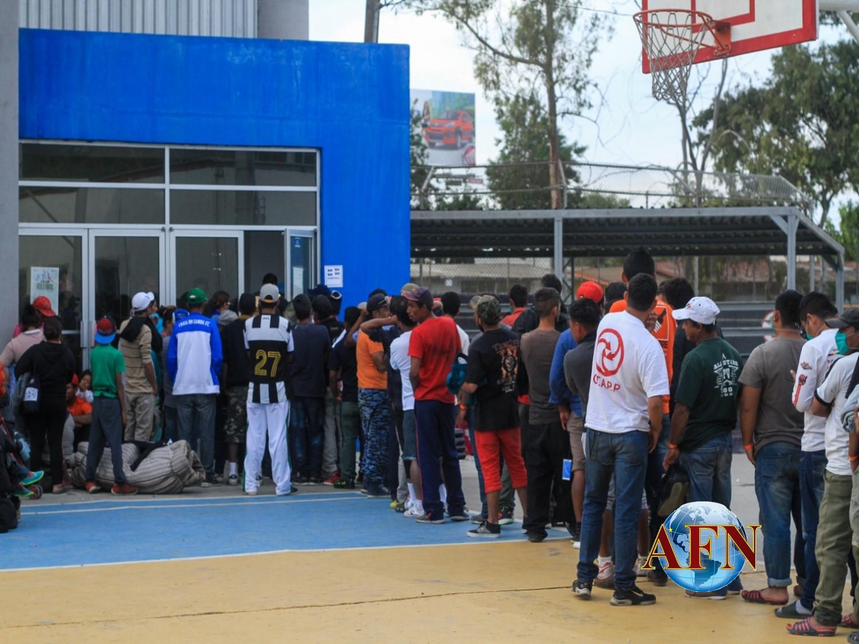 Ofrecen albergue a mil en unidad deportiva