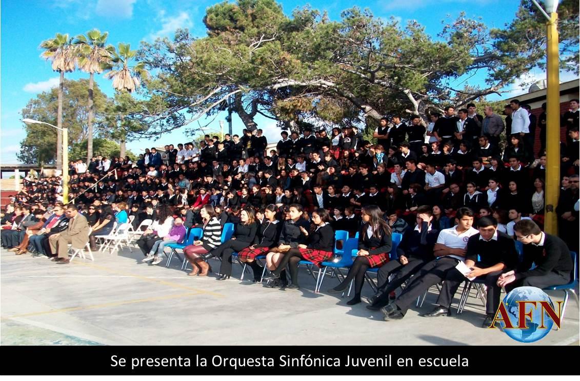 Se presenta la Orquesta Sinfónica Juvenil en escuela