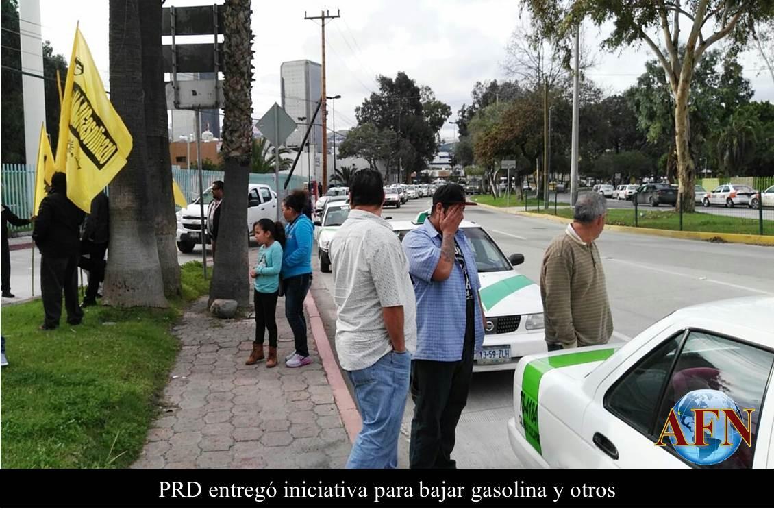 PRD entregó iniciativa para bajar gasolina