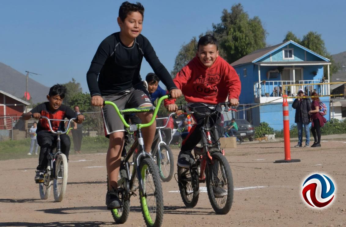 Bicicletas y cascos a participantes de torneo Bicicross