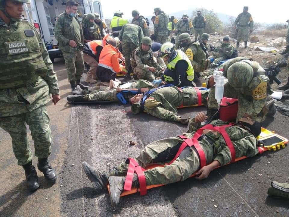 Vuelca unidad de la SEDENA y deja 20 lesionados y dos muertos, en Puebla
