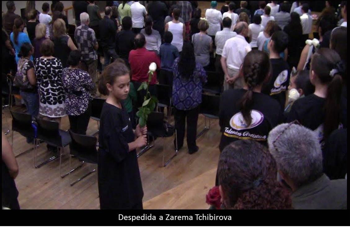 Con flores blancas despiden a Zarema Tchibirova